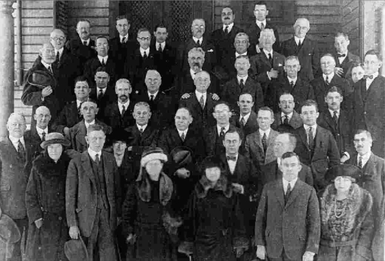 Members of the Staten Island Real Estate Board, now the Staten Board of Realtors, gather Dec. 14, 1922 in front of the Staten Island Club.